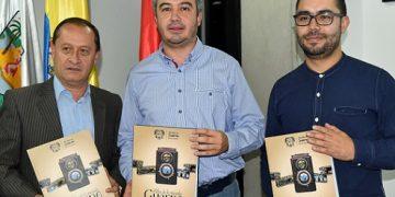Roberto López, Secretario de Educación y Cultura de Guarne,Sneyder Quiceno, Alcalde y Rodrigo y Rodrigo Moreno, Historiador
