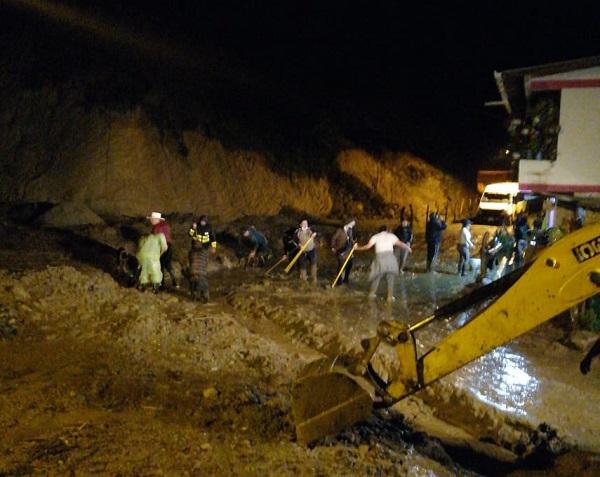 fuertes lluvias -afectación de puente Argelia Foto: Cortesía